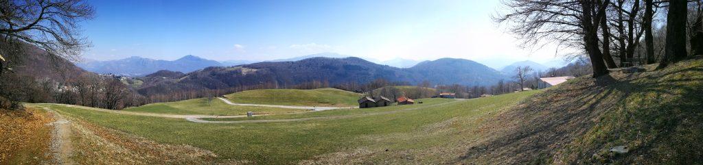 Panoramabild von der Alpe Lot aus aufgenommen.